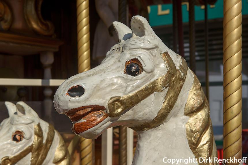 Kinderkarussel im Vergn&uuml;gungspark Prater, Wien, &Ouml;sterreich<br /> merrz go round at amusementpark Prater, Vienna, Austria