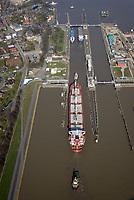Nord Ostseekanal Schleuse Brunsbuettell: EUROPA, DEUTSCHLAND, SCHLESWIG-HOLSTEIN, BRUNSBUETTEL , (EUROPE, GERMANY), 28.03.2017: Schleuse Nord-Ostseekanal von Brunsbuettel. Der Nord-Ostsee-Kanal (NOK; internationale Bezeichnung: Kiel Canal) verbindet die Nordsee (Elbmuendung) mit der Ostsee (Kieler Foerde). Diese Bundeswasserstra&szlig;e ist nach Anzahl der Schiffe die meistbefahrene kuenstliche Wasserstra&szlig;e der Welt.<br /> Der Kanal durchquert auf knapp 100 km das deutsche Bundesland Schleswig-Holstein von Brunsbuettel bis Kiel-Holtenau und erspart den etwa 900 km laengeren Weg um die Nordspitze Daenemarks durch Skagerrak und Kattegat.<br /> Die erste kuenstliche Wasserstra&szlig;e zwischen Nord- und Ostsee war der 1784 in Betrieb genommene und 1853 in Eiderkanal umbenannte Schleswig-Holsteinische Canal. Der heutige Nord-Ostsee-Kanal wurde 1895 als Kaiser-Wilhelm-Kanal eroeffnet und trug diesen Namen bis 1948.