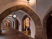 Laubengang. Herzog-Friedrich-Stra&szlig;e, Innsbruck, Tirol, &Ouml;sterreich, Europa<br /> Arcade, Herzog-Friedrich St.,  Innsbruck, Tyrol, Austria, Europe