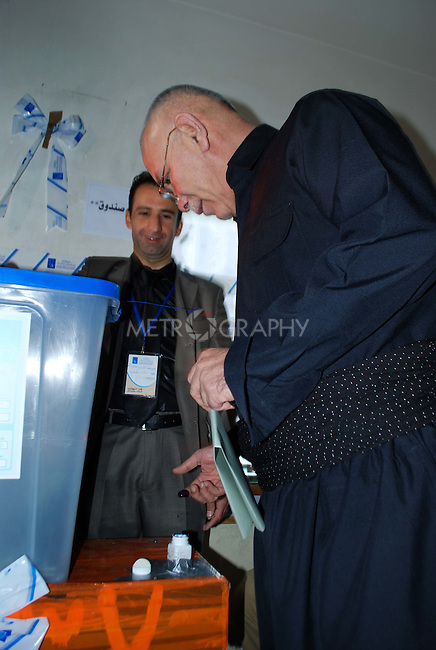 "SULAIMANIYAH, IRAQ:  Nawsherwan Mustafah, leader of the Kurdish opposition ""Goran/Change"" party votes in Sulaimaniyah...On March 7th, 2010, Iraq held nationwide parliamentary elections."