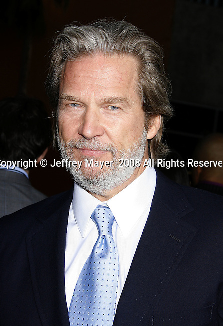 "Actor Jeff Bridges arrives to the ""Iron Man"" premiere at Grauman's Chinese Theatre on April 30, 2008 in Hollywood, California."