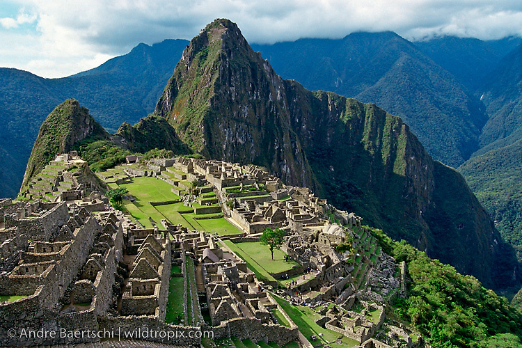 Machu Picchu, Inca ruins in the Andes, cloud forest, Urubamba Valley, Cuzco, Peru.