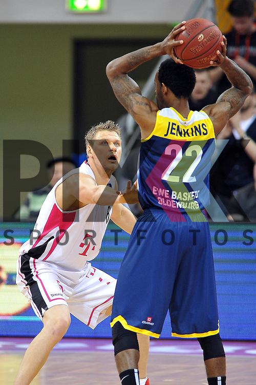 In der Verteidigung Bonns Nr6 Benas Veikalas im Spiel Telekom Baskets Bonn - EWE Baskets Oldenburg.<br /> <br /> Foto &copy; P-I-X.org *** Foto ist honorarpflichtig! *** Auf Anfrage in hoeherer Qualitaet/Aufloesung Belegexemplar erbeten Veroeffentlichung ausschliesslich fuer journalistisch-publizistische Zwecke For editorial use only