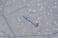 Winterfreizeit: EUROPA, DEUTSCHLAND, HAMBURG, (EUROPE, GERMANY), 10.01.2009:  Schlittschuhlaufen in Hamburg auf dem Achtermoor, Freizeit, Winter, Natur, Eis, Allein auf dem Eis , Aktivitaet , Allein , Aussenaufnahme , Beschaeftigung , Einsam , Einsamkeit , Einzelperson , Eis , Erkaeltung , Freizeitaktivitaet , Freizeit , Gefroren , Kalt , Menschen ,  Schlittschuh laufen , See , Sport , Stress , Training , Uebung , Wasser , Winter , Aktion , Aktiv , Aktiver , Aktivitaeten , Alleine , Aussenansicht , Aussenaufnahmen , Aussen , Beschaeftigungen , Draussen , Eilen , Eilt , Ein Mensch , Eine Person , Einsame , Einsamer , Einsames , Einzelne Person , Eislauf , Eislaufen , Erkaeltet , Erkaeltetes , Freizeitaktivitaeten , Gefrorenes , Gestresst , Hastig , Im Freien , Kalter , Kaelte , Leute , Mensch , Outdoor , Outdoors , People , Person , Personen , Schlittschuh fahren , Schlittschuhlaufen , Seen , Stressig , Schatten, Trainings , Unter Druck , Uebungen , Vorbeieilen , Workout , Aufwind Luftbilder, Luftbild, Luftansicht, .c o p y r i g h t : A U F W I N D - L U F T B I L D E R . de.G e r t r u d - B a e u m e r - S t i e g 1 0 2, .2 1 0 3 5 H a m b u r g , G e r m a n y.P h o n e + 4 9 (0) 1 7 1 - 6 8 6 6 0 6 9 .E m a i l H w e i 1 @ a o l . c o m.w w w . a u f w i n d - l u f t b i l d e r . d e.K o n t o : P o s t b a n k H a m b u r g .B l z : 2 0 0 1 0 0 2 0 .K o n t o : 5 8 3 6 5 7 2 0 9.V e r o e f f e n t l i c h u n g  n u r  m i t  H o n o r a r  n a c h M F M, N a m e n s n e n n u n g  u n d B e l e g e x e m p l a r !.