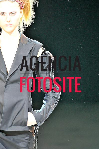 Paris, Franca&sbquo; 27/09/2013 - Desfile de Yohji Yamamoto durante a Semana de moda de Paris  -  Verao 2014. <br /> Foto: FOTOSITE