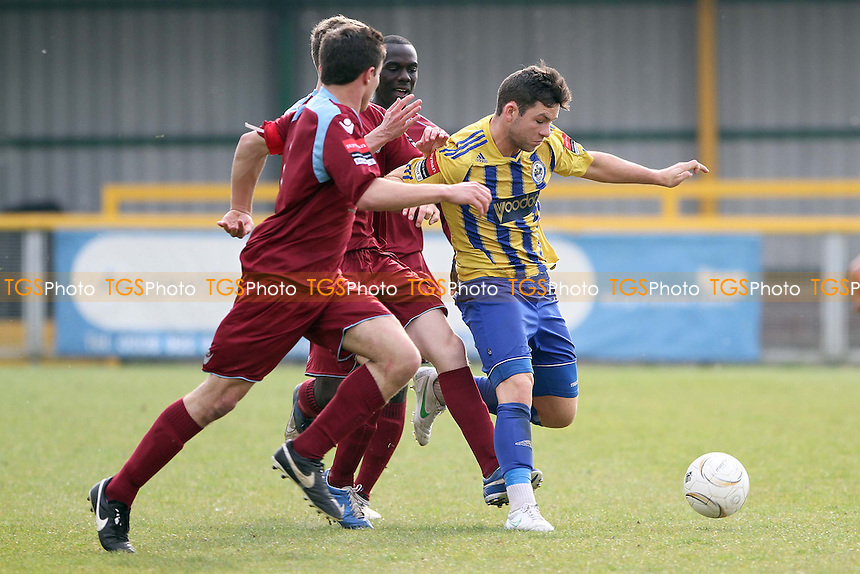 Tom Richardson (Romford) runs with the ball - Romford vs Brentwood Town - Ryman League Division One North Football at Ship Lane, Thurrock FC - 21/04/14 - MANDATORY CREDIT: Mick Kearns/TGSPHOTO - Self billing applies where appropriate - 0845 094 6026 - contact@tgsphoto.co.uk - NO UNPAID USE