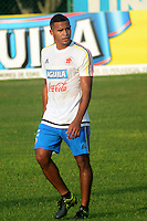 BARRANQUILLA - COLOMBIA - 05-10-2015: Macnelly Torres jugador de la selección Colombia de futbol durante el primer entrenamiento en el Polideportivo de la Universidad Autonoma del Caribe antes de su encuentro contra  la seleccion del Perú por la calsificación a la Copa Mundial de la FIFA Rusia 2018.  / Macnelly Torres player of the Soccer Colombia Team during the first training at Polideportivo of the Universidad Autonoma del  Caribe before match against of Peru Soccer team for the qualifying to 2018 FIFA World Cup Russia.<br /> Russia. Photo: VizzorImage / Alfonso Cervantes / Cont
