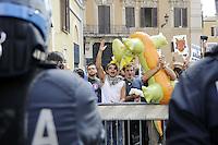 Roma 14 Ottobre 2011.Indignati.I giovani con il Drago in Piazza Montecitorio durante il voto di fiducia al Governo Berlusconi