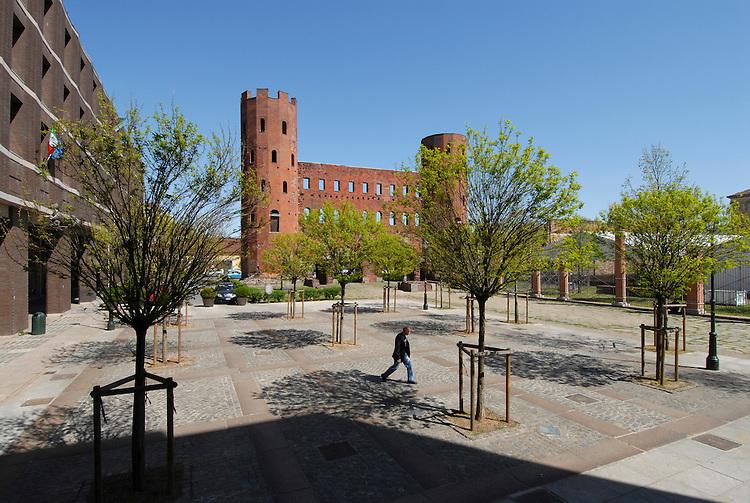 Piazza Cesare Augusto e la Porta Palatina. Palatine Towers.