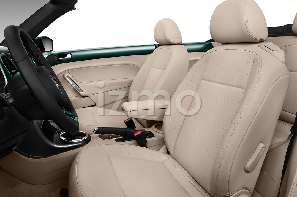Front seat view of 2018 Volkswagen Beetle 1.8T-Dune-Conv.-auto 2 Door Convertible Front Seat  car photos