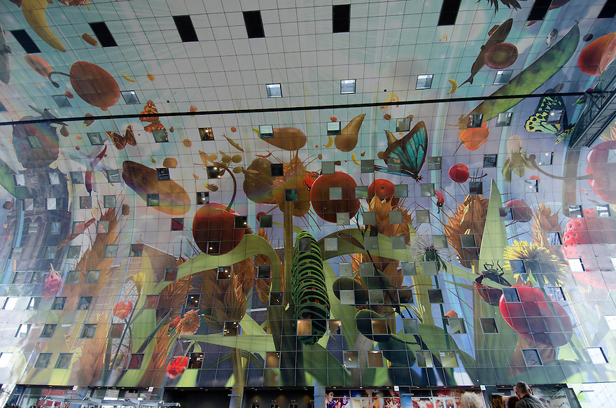 10okt2014<br /> Het kleurige plafond van de nieuwe markthal in Rotterdam.<br /> (c)renee teunis