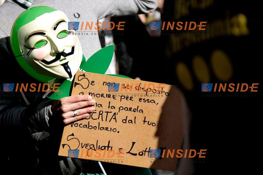Cartello e maschera <br /> Roma 08-02-2014 Manifestazione antiproibizionista Marjuana march.<br /> Photo Samantha Zucchi Insidefoto