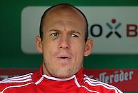 FUSSBALL   1. BUNDESLIGA   SAISON 2011/2012   32. SPIELTAG SV Werder Bremen - FC Bayern Muenchen               21.04.2012 Arjen Robben (FC Bayern Muenchen) sitzt mit einem Veilchen unter dem Auge auf der Ersatzbank