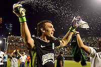 MEDELLIN -COLOMBIA, 05-12-2013. Franco Armani arquero de  Atlético Nacional celebra el paso de su equipo a la final después del partido con Itaguí por la fecha 5 de los cuadrangulares finales de la Liga Postobón II 2013 jugado en el estadio Metroplitano Ciudad de Itagüí./ Franco Armani goalkeeper of Atletico Nacional celebrates the passage of his team to the final after the match against Itagui for the fifth date of final quadrangulars of the Postobon League II 2013 played at Metropolitano Ciudad de Itagüi. Photo: VizzorImage/Luis Rios/STR