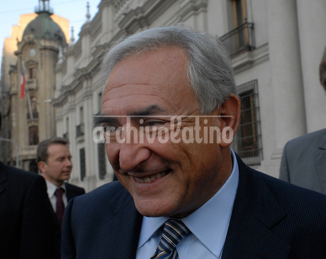 Dominique Strauss Kahn , candidato a la presidencia del FMI, luego de su encuentro con la Presidente de Chile, Michelle Bachelet.*Dominique Strauss Kahn , candiate to preside the International Monetary Fund, IMF, leaves La Moneda presidential palace after his meeting  with President of Chile, Michelle Bachelet,.