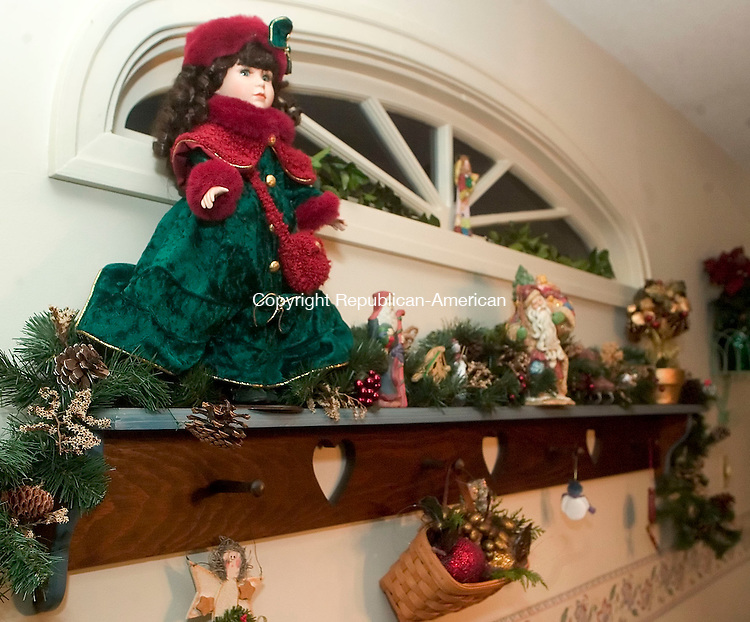 WATERBURY, CT- 15 DEC 06- 121506JT05- <br /> Terri Quattro Cook decorated a mantle in her dining room in a woodland Christmas theme.<br /> Josalee Thrift Republican-American