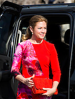 Mrs. Sophie Gregoire Trudeau, wife of Prime Minister Justin Trudeau of Canada arrives to greet United States President Barack Obama at an arrival ceremony on the South Lawn of the White House, in Washington, DC, USA, 10 March 2016. This is the first official visit of the Prime Minister to the White House. Photo Credit: Olivier Douliery/CNP/AdMedia