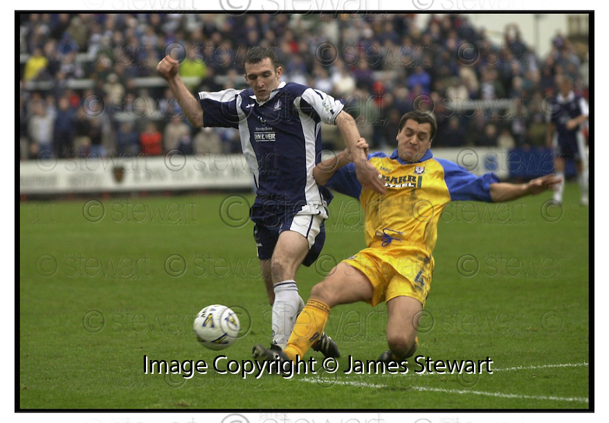 28th  October  2000      Copyright Pic : James Stewart .Ref :                           .File Name : stewart06-falkirk v ayr utd.PAT MCGINLAY CHALLENGES ANDY LAWRIE.....Payments to :-.James Stewart Photo Agency, Stewart House, Stewart Road, Falkirk. FK2 7AS      Vat Reg No. 607 6932 25.Office : +44 (0) 1324 630007        Mobile : 07721 416997.Fax     : +44 (0) 1324 630007.E-mail : jim@jspa.co.uk.If you require further information then contact Jim Stewart on any of the numbers above.........