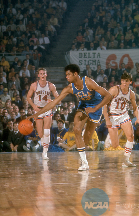 "22 MAR 1968:  UCLA center Lew Alcindor """"Kareem Abdul-Jabbar"""" (33) and Houston forward/center Ken Spain (14) and guard Vern Lewis (10) during the NCAA Men's National Basketball Final Four semifinal game held in Los Angeles, CA at the Sports Arena. UCLA defeated Houston 101-69 to meet Nroth Carolina in the championship game. Alcindor was named MVP for the tournament. Photo by Rich Clarkson/NCAA PhotosSI CD 1646-85"