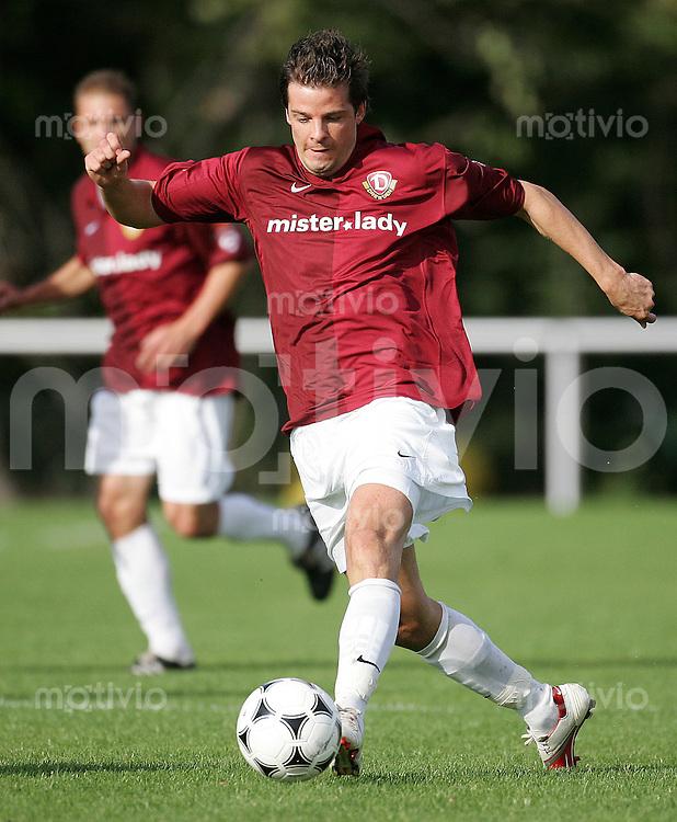 Fussball, Testspiel, 1. FC Dynamo Dresden - VfB Auerbach, Samstag (07.10.06). Dresdens Markus Dworrak am Ball.