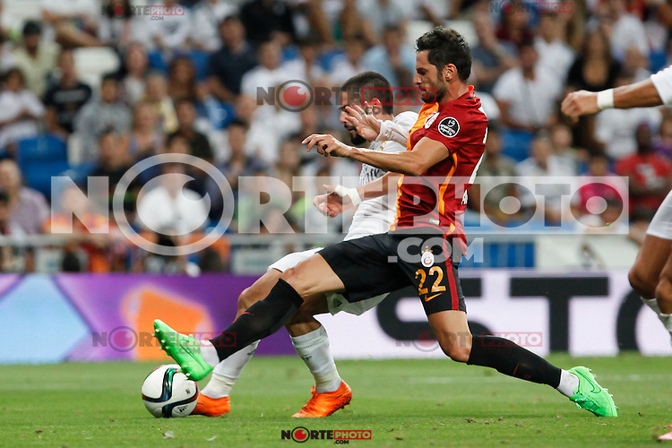 Real Madrid´s Isco (L) and Galatasaray´s Hakan Balta during Santiago Bernabeu Trophy match at Santiago Bernabeu stadium in Madrid, Spain. August 18, 2015. (ALTERPHOTOS/Victor Blanco)