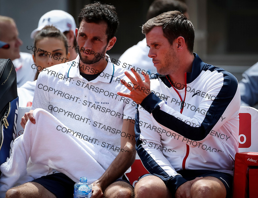 BELGRADE, SERBIA - JULY 16: Team captain Leon Smith (R) talks to James Ward (L) of Great Britain during the Davis Cup Quarter Final match between Serbia and Great Britain on Stadium Tasmajdan on July 16, 2016 in Belgrade, Serbia. (Photo by Srdjan Stevanovic/Getty Images)