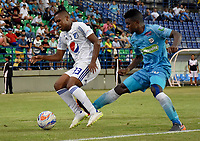 MONTERIA - COLOMBIA, 15-09-2018: Fabio Castillo (Der) jugador de Jaguares de Córdoba disputa el balón con Juan Camilo Salazar (Izq) jugador de Millonarios durante partido por la fecha 10 de la Liga Águila II 2018 jugado en el estadio Municipal de Montería. / Fabio Castillo (R) player of Jaguares of Cordoba vies for the ball with Juan Camilo Salazar (L) player of Millonarios during a match for the date 10 of the Liga Aguila II 2018 at the Municipal de Monteria Stadium in Monteria city. Photo: VizzorImage / Andres Felipe Lopez / Cont