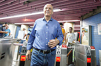 SAO PAULO, SP, 22 SETEMBRO 2012 - ELEICOES SP - JOSE SERRA - O candidato do PSDB a prefeitura de Sao Paulo Jose Serra chega de Metro para caminhada na Avenida Paulista, na tarde deste sabado 22. (FOTO: WILLIAM VOLCOV / BRAZIL PHOTO PRESS)