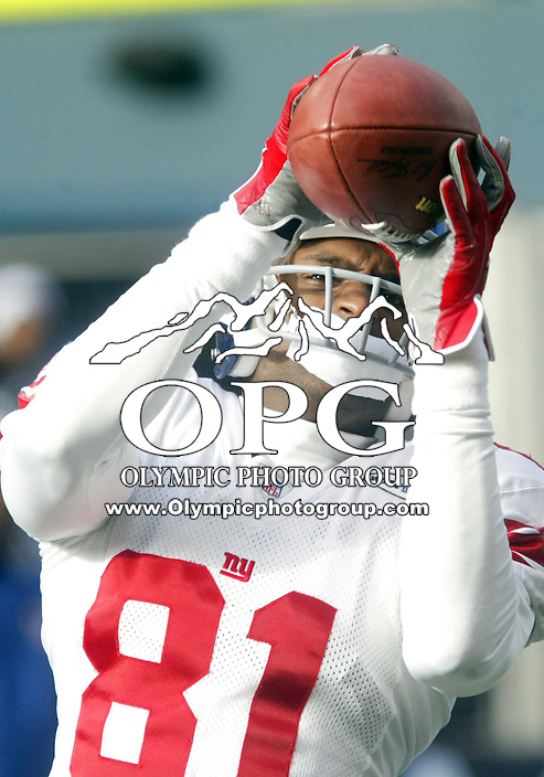 27 Nov 2005:   New York Giants wide receiver Amani Toomer warmed up before the start of the game against the Seattle Seahawks at Qwest Field in Seattle, Washington.