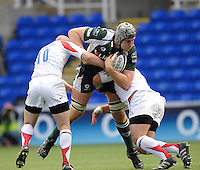 Reading, GREAT BRITAIN, Exile Bob CASEY attemps to go through the gap,  during the Guinness Premiership match London Irish vs Newcastle Falcons, at Madejski. England, Sun. 23.09.2007  [Mandatory Credit, Peter Spurrier/Intersport-images].....