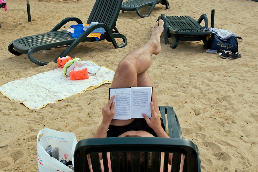 Moscow, Russia, 08/07/2005..Reading the latest Russian bestsellers at the Pokrovka Bereg Beach Club on the Moscow River.