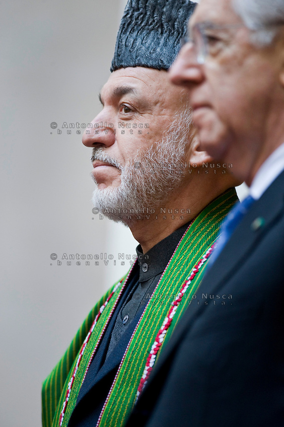 Il Presidente dell'Afghanistan Hamid Karzai arriva a Palazzo Chigi per l'incontro con Mario Monti per firmare un accordo bilaterale di cooperazione con l'Italia.Afghan President Hamid Karzai attends a meeting with Italian Prime Minister to sign a bilateral agreement on cooperation and partnership, at Palazzo Chigi in Rome. Italy is the first western country to have signed a cooperation agreement with Afghanistan.