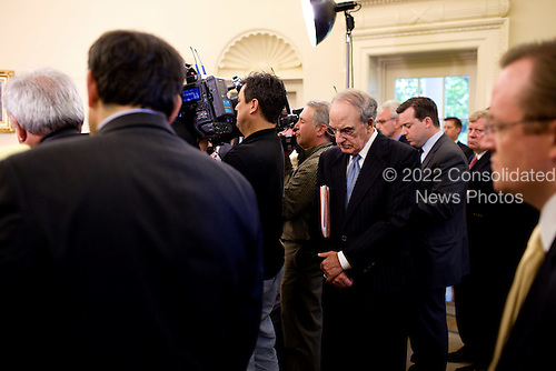 Washington, DC - May 18, 2009 -- United States Middle East Envoy George Mitchell listens from the rear of the Oval Office as U.S. President Barack Obama and Prime Minister Benjamin Netanyahu of Israel field questions from the press May 18, 2009..Mandatory Credit: Pete Souza - White House via CNP