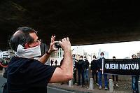 SÃO PAULO,SP, 20.08.2015 - CHACINA-OSASCO - Manifestantes ligados a ONG Rio de Paz durante ato na Avenida Paulista em São Paulo, nesta quinta-feira, 20. O objetivo de expressar solidariedade aos parentes das vítimas da chacina de Osasco-Barueri e cobrar do Governo do Estado a elucidação da autoria de crime que interrompeu a vida de 18 brasileiros moradores de periferia. (Foto: William Volcov/Brazil Photo Press)
