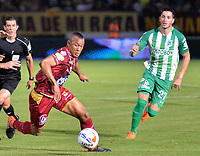 IBAGUÉ - COLOMBIA, 06-06-2018: Angelo Rodriguez (Izq) jugador de Deportes Tolima disputa el balón con Gonzalo Castellani (Der) jugador de Atletico Nacional durante partido de ida por la final de la Liga Águila I 2018 jugado en el estadio Manuel Murillo Toro de la ciudad de Ibagué. / Angelo Rodriguez (L) player of Deportes Tolima vies for the ball with Gonzalo Castellani (R) player of Atletico Nacional during first leg match for the final of the Aguila League I 2018 played at Manuel Murillo Toro stadium in Ibague city. Photo: VizzorImage / Juan Carlos Escobar / Cont