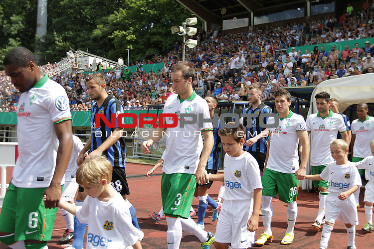 04.08.2013, Ludwigsparkstadion, Trier, GER, DFB-Pokal, 1. Hauptrunde, 1. FC Saarbr&uuml;cken vs SV Werder Bremen, im Bild Cedrick Makiadi (Werder Bremen - #6), Luca Caldirola (Werder Bremen - #3), Zlatko Junuzovic (Werder Bremen - #16), Mehmet Ekici (Werder Bremen - #10), Theodor Gebre Selassie (Werder Bremen - #23)<br /> <br /> <br /> Foto &copy; nph / Schwarz