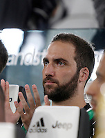 Calcio, Serie A: Juventus vs Fiorentina. Torino, Juventus Stadium, 20 agosto 2016.<br /> Juventus' Gonzalo Higuain sits on the bench during the Italian Serie A football match between Juventus and Fiorentina at Turin's Juventus Stadium, 20 August 2016. Juventus won 2-1.<br /> UPDATE IMAGES PRESS/Isabella Bonotto
