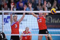 VOLLEYBAL: SNEEK: 12-11-2014, Sneker Sporthal, Europese wedstrijd om de Challenge Cup, uitslag 3-2, Fenna Zeinstra (L), ©foto Martin de Jong