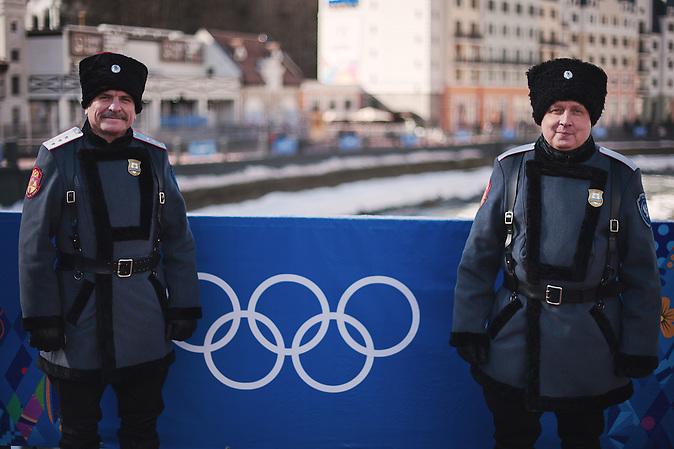 Kosaken sind Teil des Sicherheits Personals  in Rosa Chutor, einem Austragungsort der olympischen Winterspiele in Sotschi01.02.2014. Sochi, Roza Khutor. Cossacks  are taking part in security of olympic games