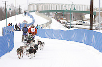 Saturday March 6 , 2010     Billy Snodgrass makes his way on the trail alongside Tudor road after crossing the Tudor Road bridge     during the ceremonial start of the 2010 Iditarod in Anchorage , Alaska
