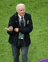FUSSBALL  EUROPAMEISTERSCHAFT 2012   VORRUNDE Spanien - Irland                     14.06.2012 Trainer Giovanni Trapattoni (Irland) grantelt an der Seitenlinie