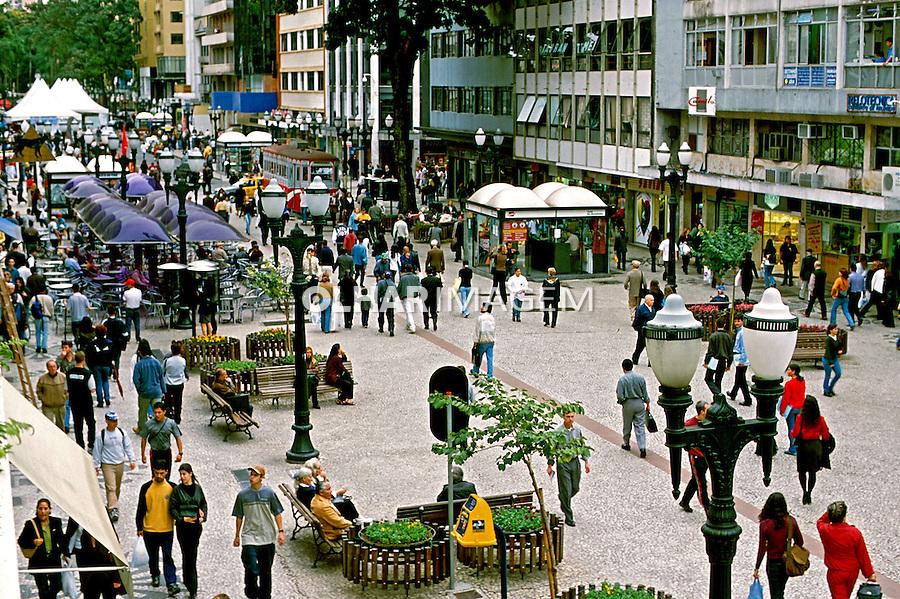 Rua das Flores em Curitiba, Paraná. 2001. Foto de Juca Martins.