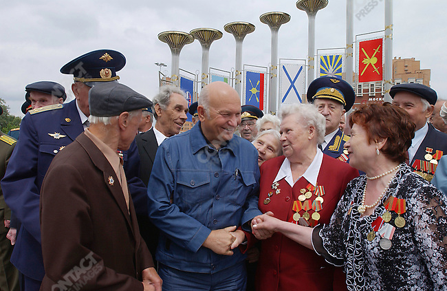 """Yuri Luzhkov, the Mayor of Moscow, meets with WWII veterans at a ceremony to dedicate a fountain and renamed a square """"Victory Square"""" in honor of the 60th anniversary of the end of the war. Moscow, Russia, June 18, 2005"""