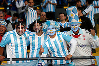 VIÑA DEL MAR - CHILE - 26-04-2015: Hinchas de Argentina, animan a su equipo, durante partido Colombia y Argentina, por los cuartos de final, de la Copa America Chile 2015, en el estadio Sausalito en la Ciudad de Viña del Mar / Fans of Argentina, cheer for their team during a match between Colombia and Argentina, for the quarterfinals of the Copa America Chile 2015, in the Sausalito stadium in Viña del Mar city. Photos: VizzorImage /  Photosport / Andres Piña / Cont.