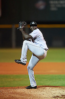 Jupiter Hammerheads relief pitcher Juancito Martinez (29) delivers a pitch during a game against the Lakeland Flying Tigers on March 14, 2016 at Henley Field in Lakeland, Florida.  Lakeland defeated Jupiter 5-0.  (Mike Janes/Four Seam Images)