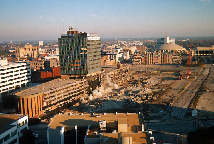 1996 November 24..Redevelopment..Macarthur Center.Downtown North (R-8)..IMPLOSION OF SMA TOWERS.LOOKING NORTH FROM ROOFTOP .OF MAIN TOWER EAST.SEQUENCE 3.PV3..NEG#.NRHA#..