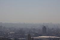 SAO PAULO, SP - 07.08.2015 - CLIMA SP - Vista da cidade de S&atilde;o Paulo na manh&atilde; desta sexta-feira (07) na regi&atilde;o central da capital. A umidade na regi&atilde;o mant&eacute;m-se acima de 40% com tempo seco e sem previs&atilde;o de chuva.<br /> <br /> (Foto: Fabricio Bomjardim / Brazil Photo Press)