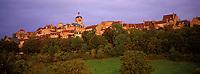 Europe/France/89/Yonne/Vèzelay: lumière du soir sur le village