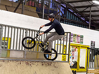 Moutainbike im Skatepark Hollerich, Rue de l'Abattoir, Luxemburg-City, Luxemburg, Europa<br />