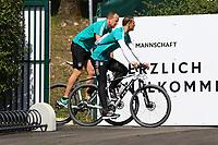 Torwart Manuel Neuer (Deutschland Germany) kommt mit dem Fahrrad - 28.05.2018: Training der Deutschen Nationalmannschaft zur WM-Vorbereitung in der Sportzone Rungg in Eppan/Südtirol